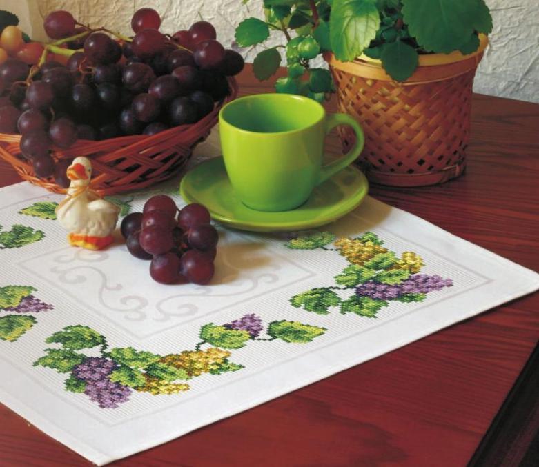 Веточки винограда на салфетку