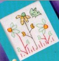 Веселая открытка с ромашками и птичкой