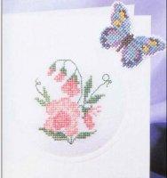 Розовые цветы и бабочка