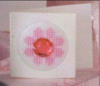 Розовый цветочек с украшением