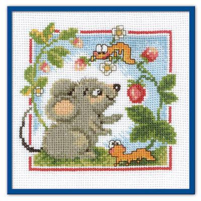 Мышонок с земляникой