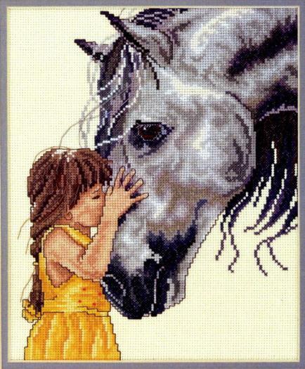 в желтом платье и лошадь