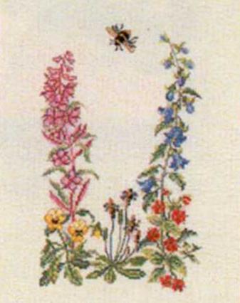 Полевые цветы и шмель