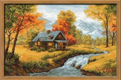 Дом у реки осенью